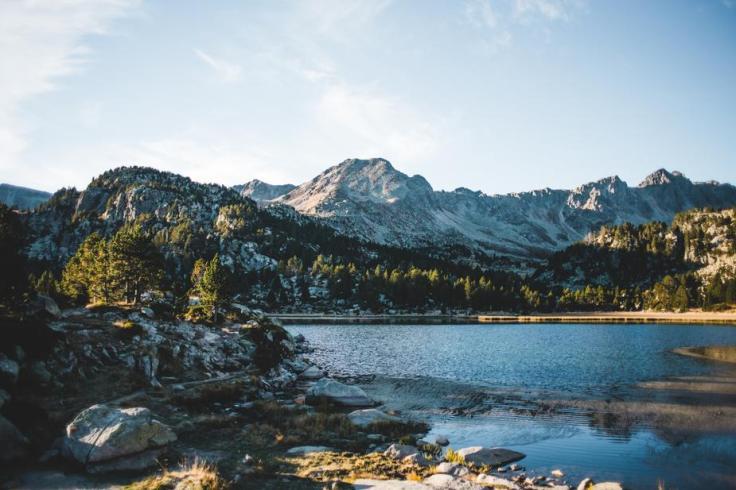mountain-lake-in-andorra_925x